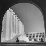 Exterior View of Central Hall of Council of the League of Nations Fotografie-Druck von William Vandivert