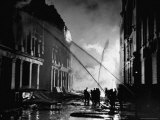London Auxiliary Fire Service Working on a Fire Near Whitehall Caused by Incendiary Bomb Premium-Fotodruck von William Vandivert