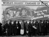 Margaret Bourke-White - African American Flood Victims Lined Up to Get Food and Clothing From Red Cross Relief Station Fotografická reprodukce