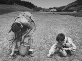 Farm Children Gleaning Field After Wheat Harvest Fotodruck von William Vandivert