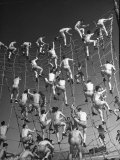 Cadets in the US Navy Climbing Rope Wall During Obstacle Course Reproduction photographique sur papier de qualité par Dmitri Kessel