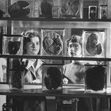 Women Medical Students in Looking at Unidentified Specimens at the Pathology Museum Photographic Print by Sam Shere