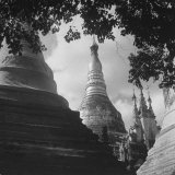 View of a Buddhist Pagoda Photographie par Jack Wilkes