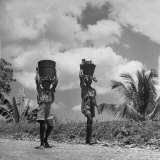 Children Walking and Carrying Baskets on Their Heads Photographic Print by Eliot Elisofon