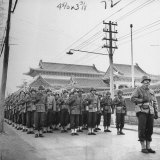 6th Division Marines Parading Through Streets Photographie par Jack Wilkes