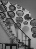 Hard Painted Tray Collection Hanging on the Wall by the Staircase Lámina fotográfica de primera calidad por Nina Leen