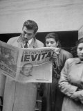 Couple Reading Newspaper Account of the Death of Evita Peron at 33 from Cancer Photographic Print by Alfred Eisenstaedt