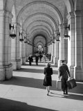 Arched Walkway at Front of Union Station Premium Photographic Print by Alfred Eisenstaedt