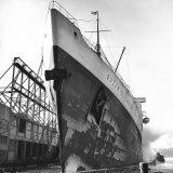 Liner Queen Elizabeth in Dock After North Atlantic Crossing Photographic Print by Alfred Eisenstaedt