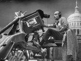 Man Operating Television Camera Fotografisk tryk af Al Fenn