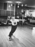 Child Bowling at a Local Bowling Alley Photographie par Art Rickerby