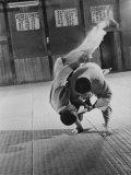 Judo Practice in Japan Fotografisk tryk af Larry Burrows