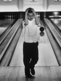 Child Bowling at a Local Bowling Alley Lámina fotográfica por Art Rickerby