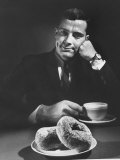 Local Man with Donuts and Coffee Reproduction photographique par Ralph Morse