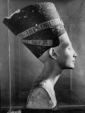 Bust of Queen Nefertiti Photographic Print by Eliot Elisofon
