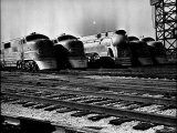 Super Chief and El Capitan Locomotives from the Santa Fe Railroad Sitting in a Rail Yard Premium-Fotodruck von William Vandivert
