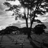 Ft. McKinley US Military Cemetery with Rows and Rows of White Crosses Fotografie-Druck von Michael Rougier