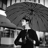 Checked Parasol, New Trend in Women's Accessories, Used at Roosevelt Raceway Reproduction photographique par Nina Leen