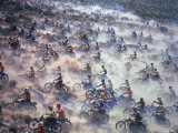 Motorcyclists Racing 75 Miles Cross Country Through Mojave Desert Lámina fotográfica por Bill Eppridge