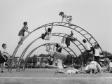 Children Playing on a Playground Reproduction photographique sur papier de qualit&#233; par Werner Wolff