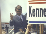 Presidential Contender Bobby Kennedy Campaigning Reproduction photographique par Bill Eppridge