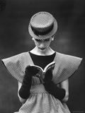 Woman Wearing Wide Shoulder Fashion Look Fotodruck von Nina Leen