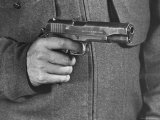 View of a Soldier Holding a US Army Colt Automatic .45 Caliber Pistol Premium-Fotodruck von William Vandivert