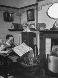 Robert Neve Reading Newspaper at Home Premium-Fotodruck von Hans Wild