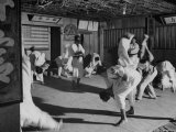 Men Practicing in Judo Class Reproduction photographique sur papier de qualité par Eliot Elisofon