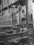 Power Loom at Work Making a Haircord Carpet at the Wilton Carpet Factory Premium-Fotodruck von Hans Wild