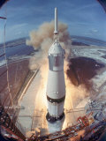 Saturn V Rocket Lifting the Apollo 11 Astronauts Towards Their Manned Mission to the Moon Fotodruck von Ralph Morse