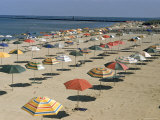 Rows of Open Beach Umbrellas Lining a Sandy Cape Cod Beach Premium-Fotodruck von Dmitri Kessel