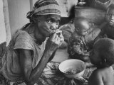 Mother and Starving Children Eating Premium Photographic Print by Terence Spencer