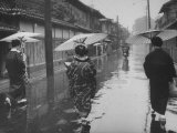 Rainy Day in Kyoto Reproduction photographique sur papier de qualité par Eliot Elisofon