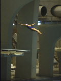 Athlete in Mid Air During a Platform Dive at Summer Olympics Fotografisk tryk af Art Rickerby
