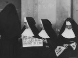 Nuns Reading About Pope Pius XII's Death Premium Photographic Print by Mark Kauffman