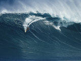 Surfeur sur une vague immense au nord de l'île Maui Photographie par Patrick McFeeley