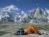 A Camp Set up in Charakusa Valley, Karakoram, Pakistan Lámina fotográfica por Chin, Jimmy
