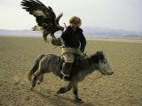 A Mongolian Eagle Hunter in Kazahkstan Fotografie-Druck von Ed George