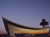 A Twilight View of Dulles International Airport Near Washington, D.C. Fotografisk tryk af Medford Taylor