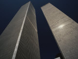 A View of the Twin Towers of the World Trade Center Papier Photo par Roy Gumpel