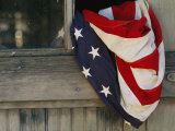An American Flag Draped Through an Open Barn Window Fotografie-Druck von Raul Touzon