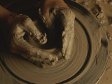 A Potter Makes a Pot from Clay Photographie par Stephen Alvarez