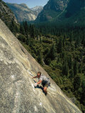Rock Climber on Nutcracker, a Climb Rated 5.8 in Yosemite Valley Fotografisk tryk af Bobby Model