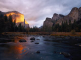 Evening Sun Lights up El Capitan and the Merced River Fotografisk tryk af Phil Schermeister