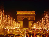 A Night View of the Arc De Triomphe and the Champs Elysees Lit up for Christmas Fotografisk tryk af Nicole Duplaix