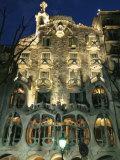 Exterior View of an Antoni Gaudi Building in Barcelona Fotografisk tryk af Richard Nowitz