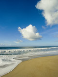Atlantic Ocean Waves Break Upon the Beach on a Sunny Day with Clouds Photographie par Skip Brown