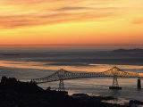 A Distant View of the Astoria-Washington Bridge at Twilight Lámina fotográfica por Schermeister, Phil