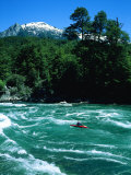 Kayaker Surfing Terminator Rapid Waves, Futaleufu, Chile Fotografisk trykk av Skip Brown